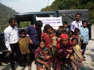 Hilfsbedürftige Frauen und Kinder in Dhading